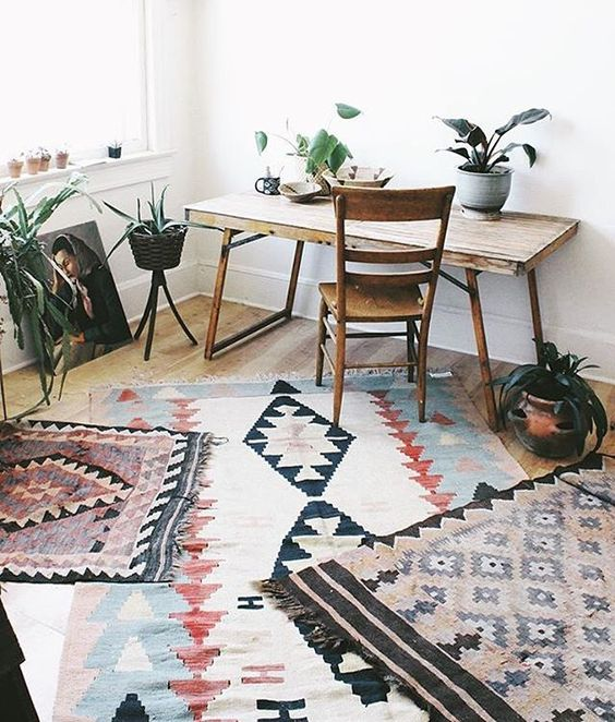 26 Interesting Living Room Décor Ideas Definitive Guide: Home Decor Trends 2017 ∙ Layering Rugs
